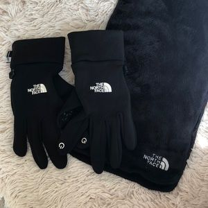 The North Face Gloves and Scarf M